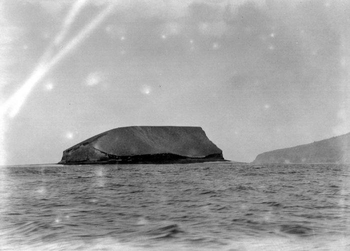 1929 Dr. W.G.N. (Wicher Gosen Nicolaas) van der Sleen COLLECTIE_TROPENMUSEUM_De_Anak_Krakatau_TMnr_10027438