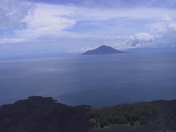 anakkrakatau_sebesi-island-from-krakatau-crater-lip