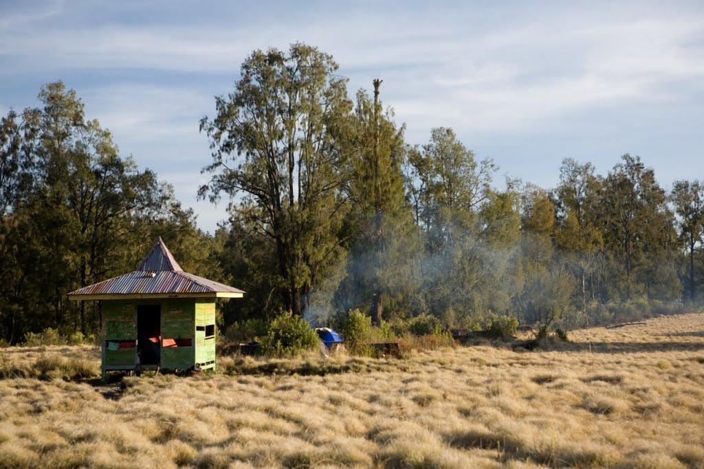 argopuro_argapuro-campsite-near-ruines-of-hotel