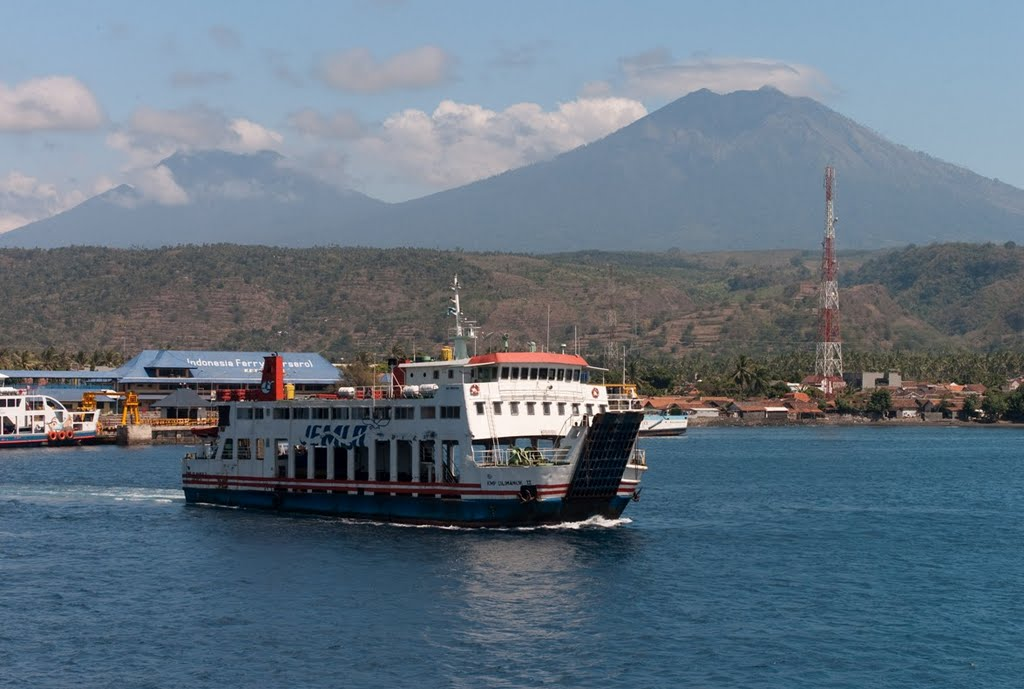 merapi-as-seen-from-bali-java-ferry