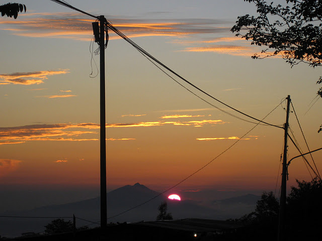 may-26-09-inerie-sunrise-from-bajawa2