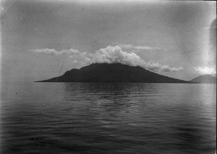 makian-island-in-1903-tropenmuseum