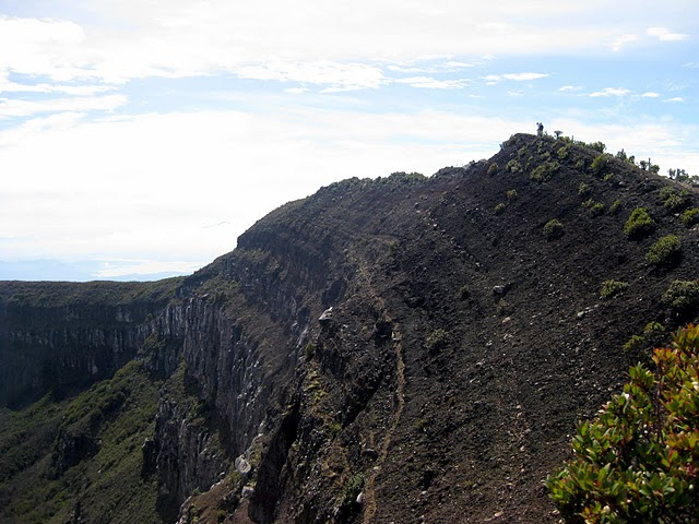 3-climbing-towards-the-gede-summit