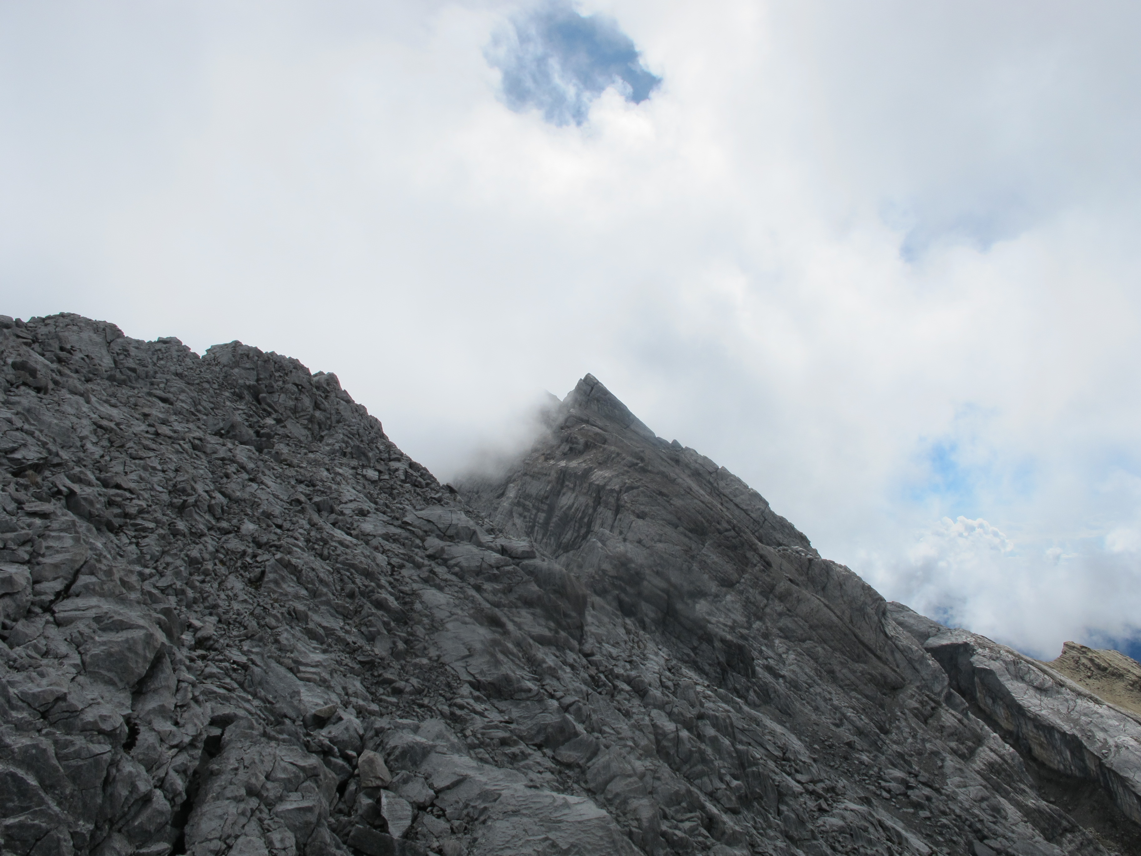 2010-12-01-view-east-along-summit-ridge