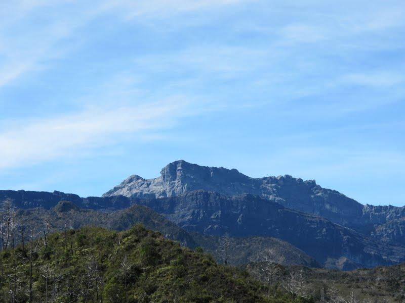 2011-11-29-puncak-trikora-from-distance