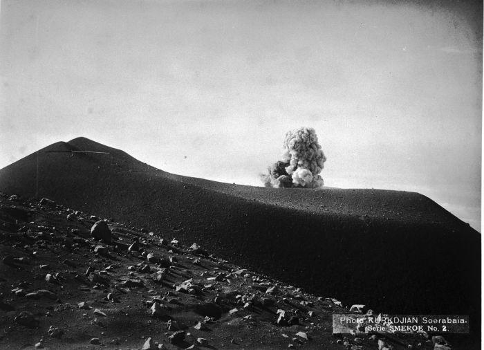 semeru_1890-1905-u-collectie_tropenmuseum_vulkanisch_land