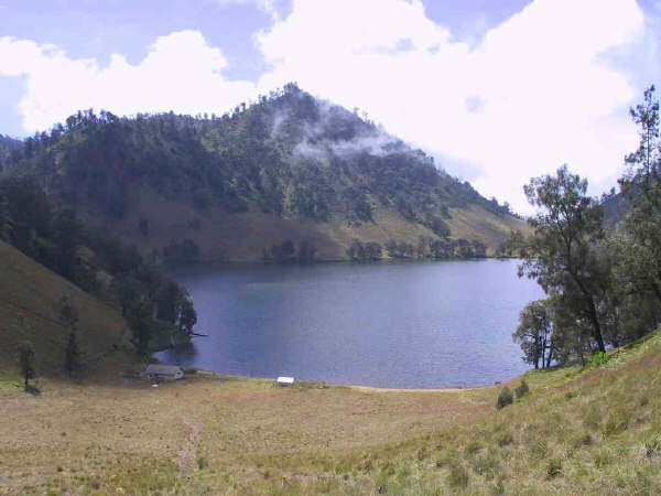 semeru_ranu-kumbolo-from-south