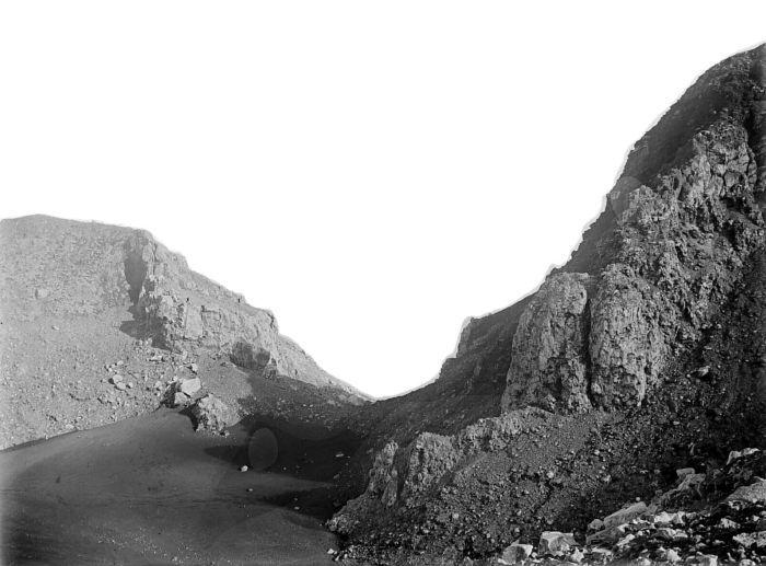 1922 unkn COLLECTIE_TROPENMUSEUM_Doorbraak_in_de_kraterwand_van_de_Gunung_Slamat_TMnr_10004084