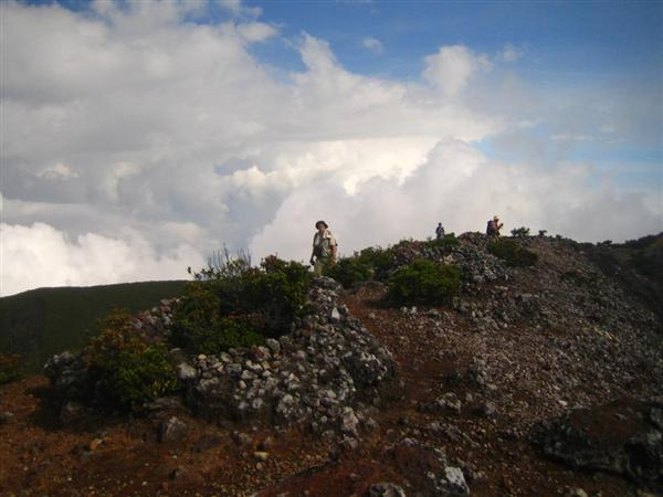 stone-circles-on-dempo-summit
