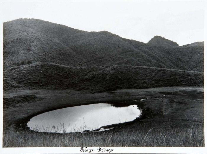 COLLECTIE_TROPENMUSEUM_Telaga_Dringo_op_het_Dijeng-plateau_TMnr_60019009_June1937