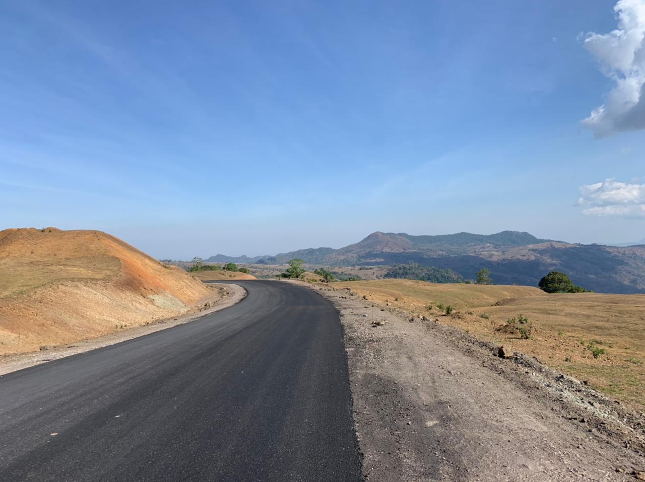 The newly paved road to Fatu Timau (Hélène van Schoote, August 2021)