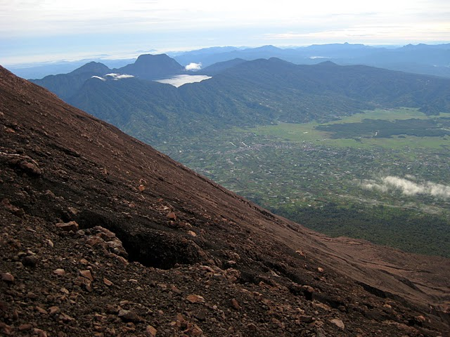 gunung-tujuh-from-the-slopes-of-kerinci