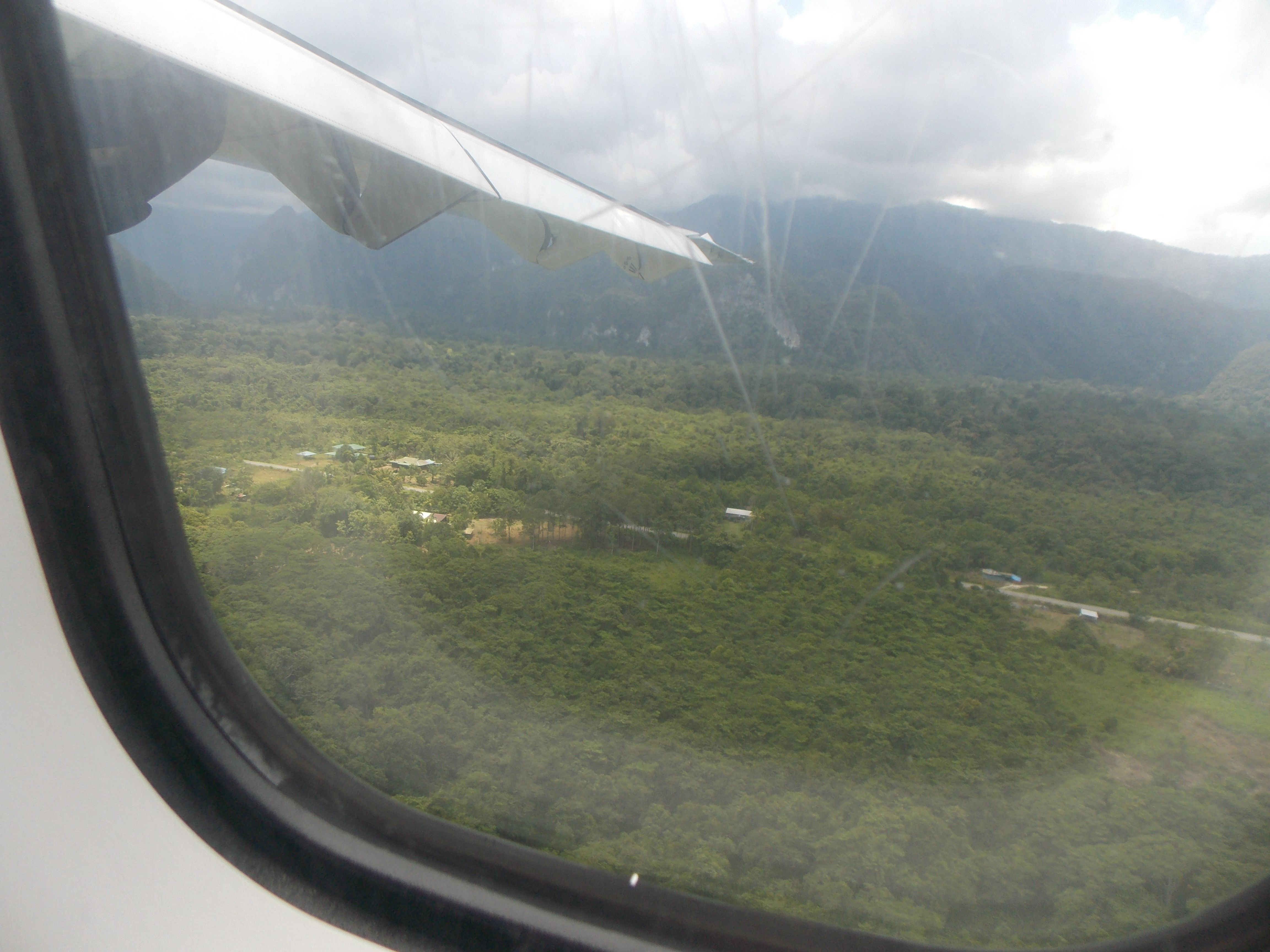 005-approaching-mulu-landing-strip