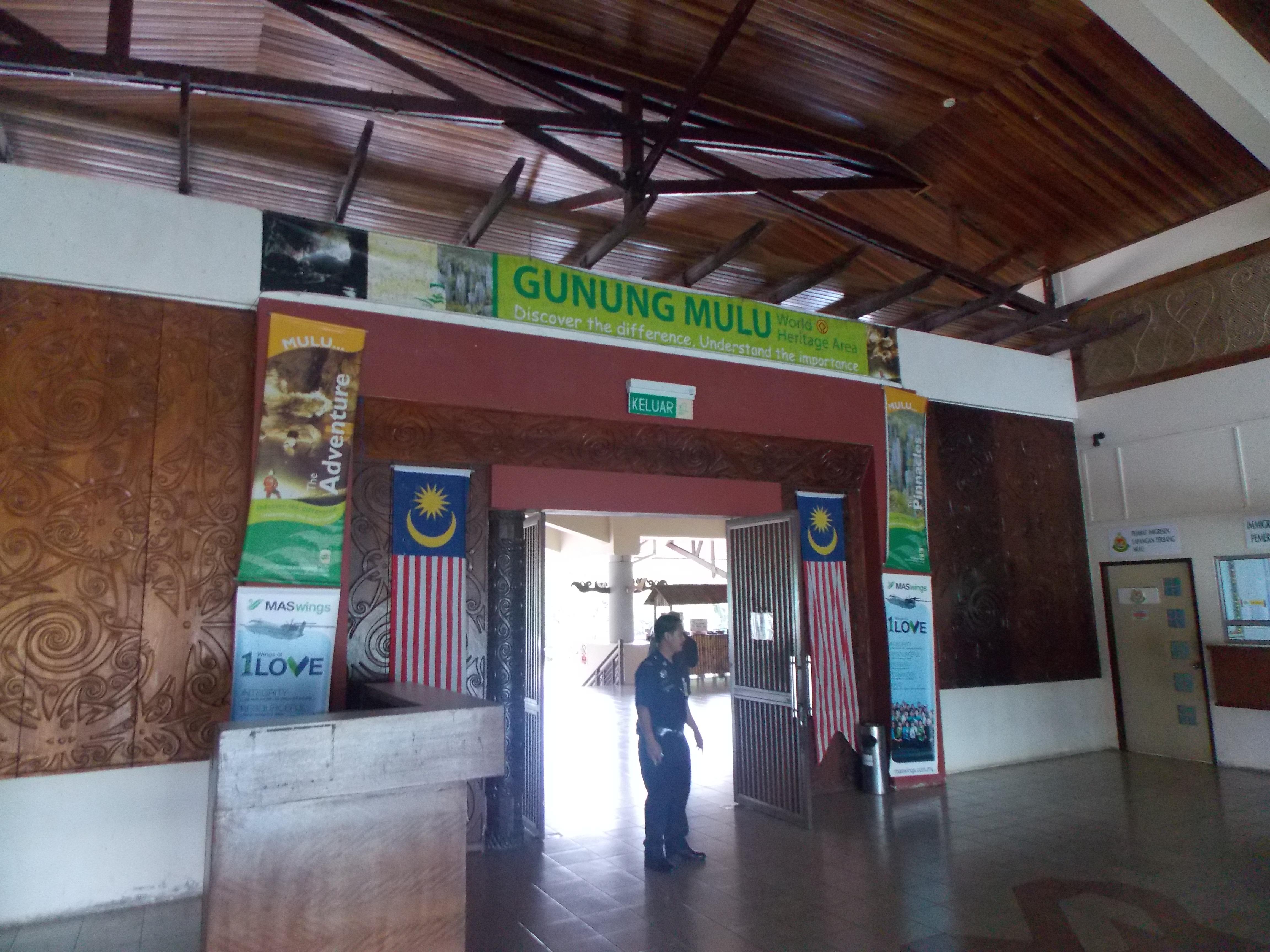 008-leaving-mulu-airport