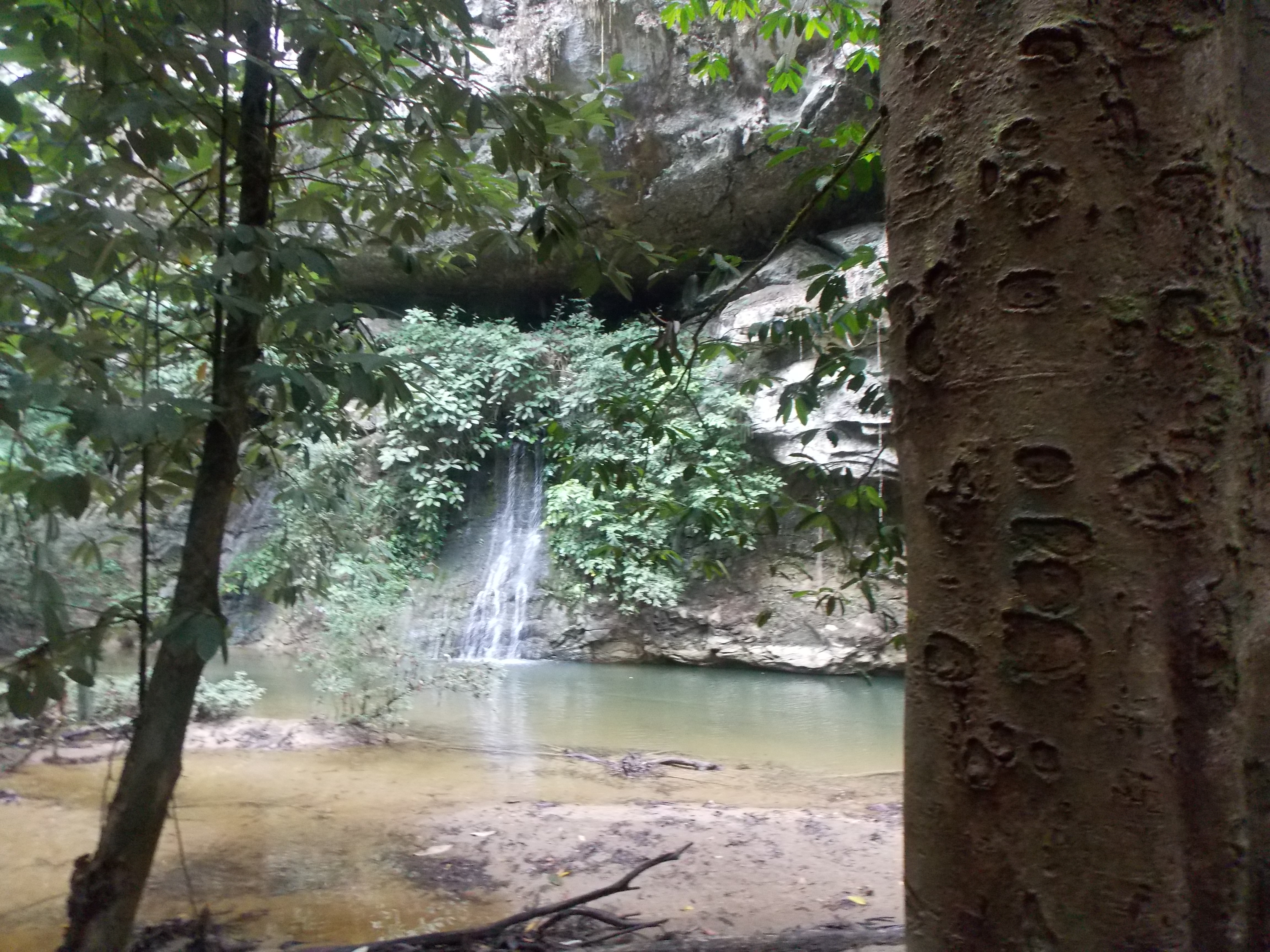 021-paku-waterfall-seen-from-the-trail