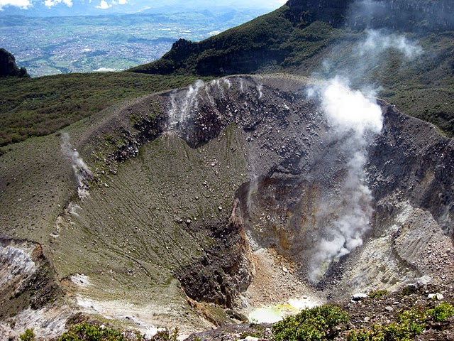 11-looking-into-the-gede-crater