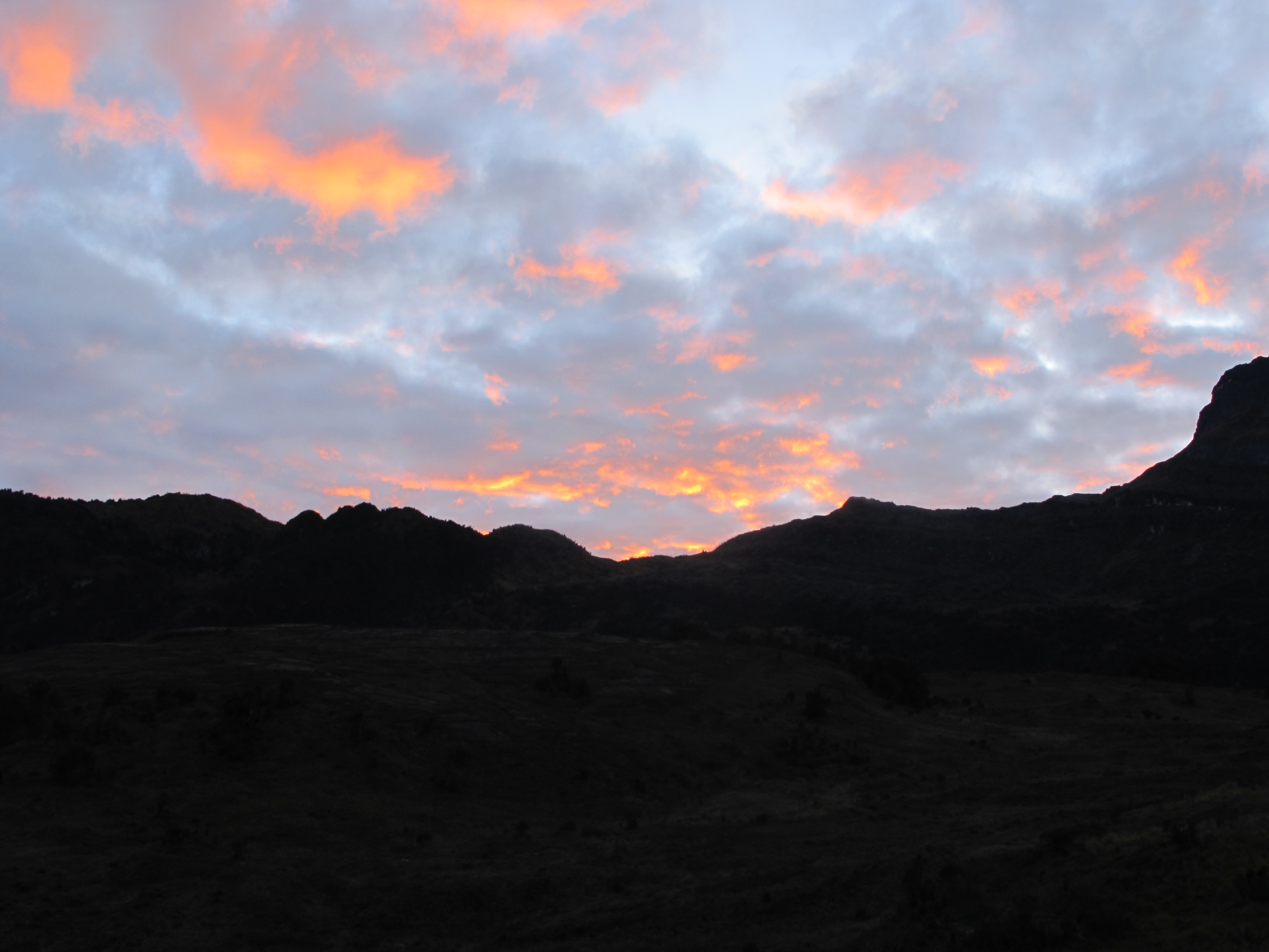 1st-dec-2010-sunrise-from-cave-camp