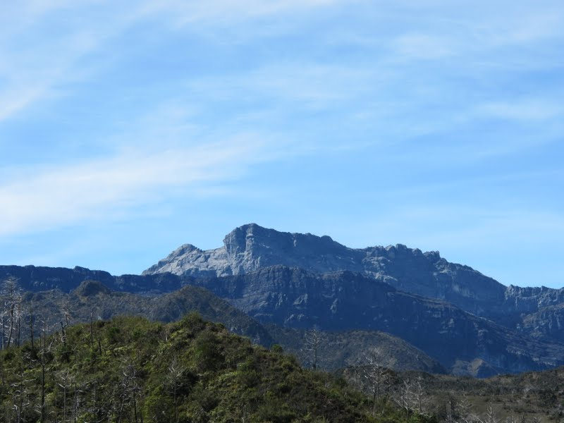 2011-11-29-puncak-trikora-from-distance