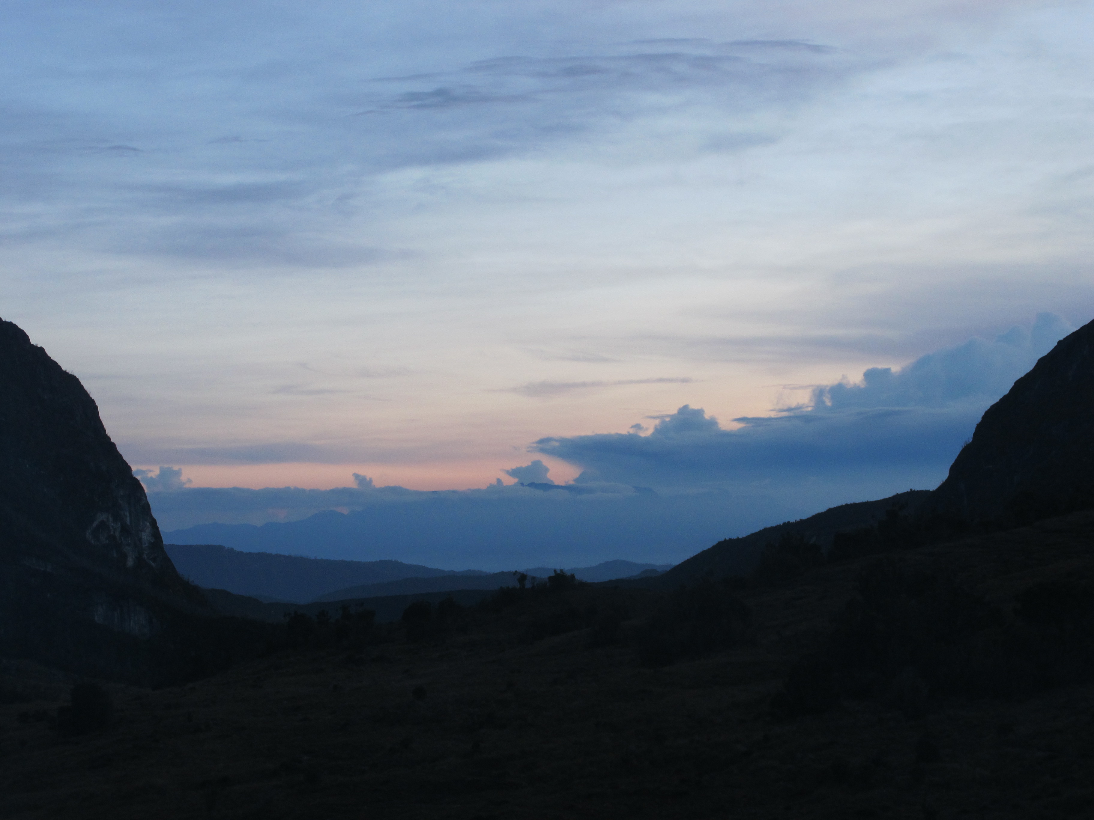 30-nov-2010-sunrise-from-cave-camp