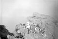 1913 unk COLLECTIE_TROPENMUSEUM_Europeanen_met_dragers_op_de_top_van_de_vulkaan_Raung_TMnr_10023601