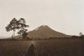 1920-25 u COLLECTIE_TROPENMUSEUM_De_vulkaan_Sinabung_TMnr_60012276